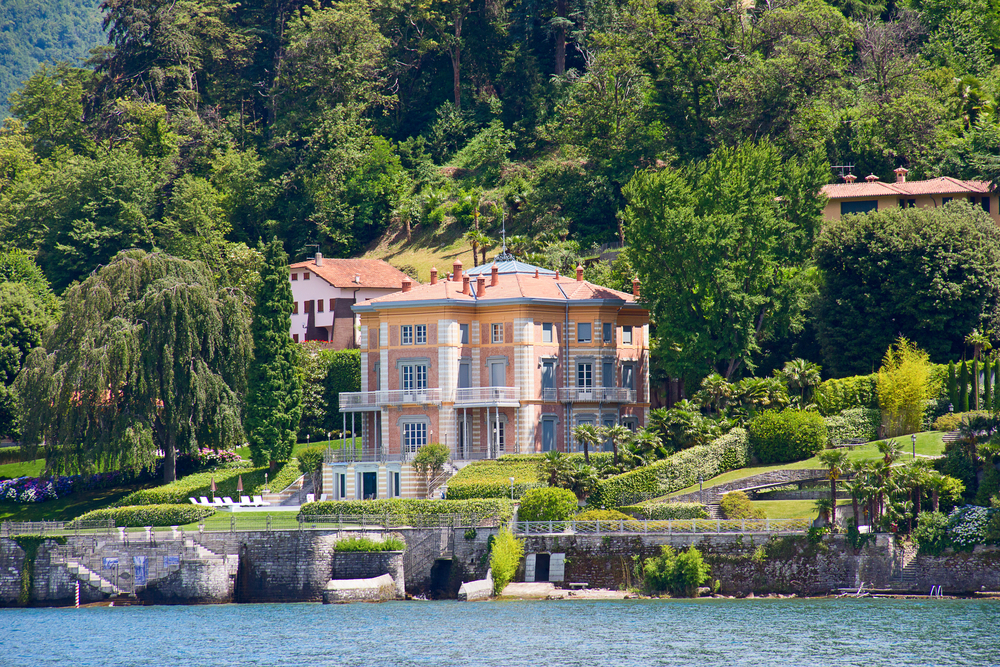 Luxurious pink Como Lake villa