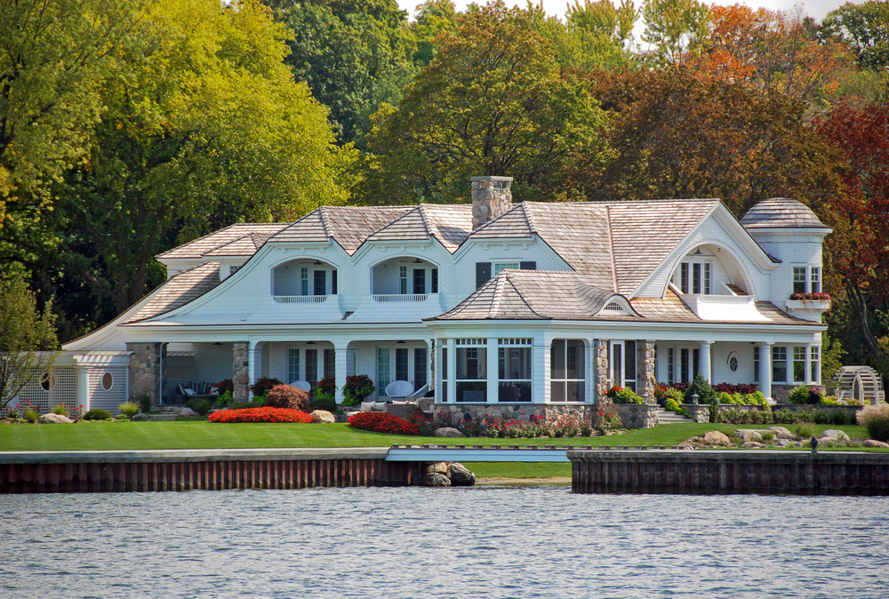Large Lake Mansion With Extensive Landscaped Grounds