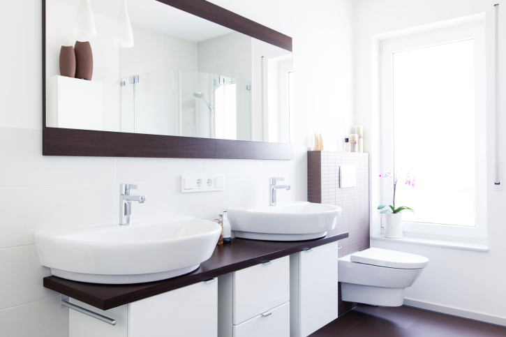 Small en suite bathroom in white with double sinks
