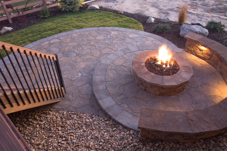 Superieur Radial Flagstone Patio With Fire Pit In The Center