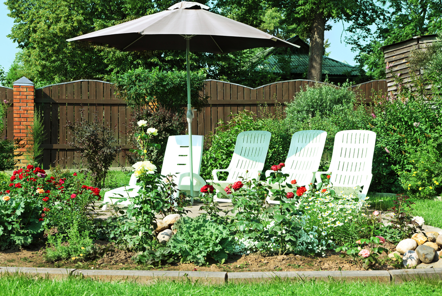 29 serene garden patio ideas and designs picture gallery for Large flower bed design ideas
