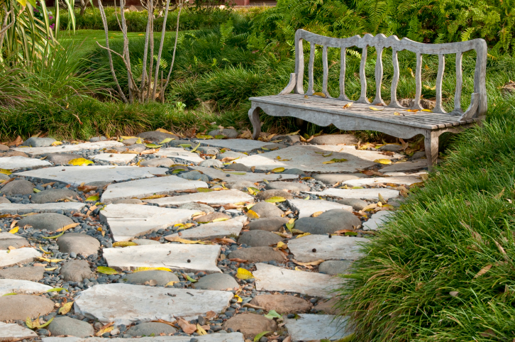 White and grey flagstone and pebble patio