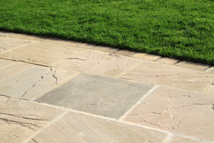 Running Bond Flagstone Patio Design