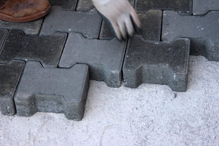 Interlocking grey bricks in running bond pattern