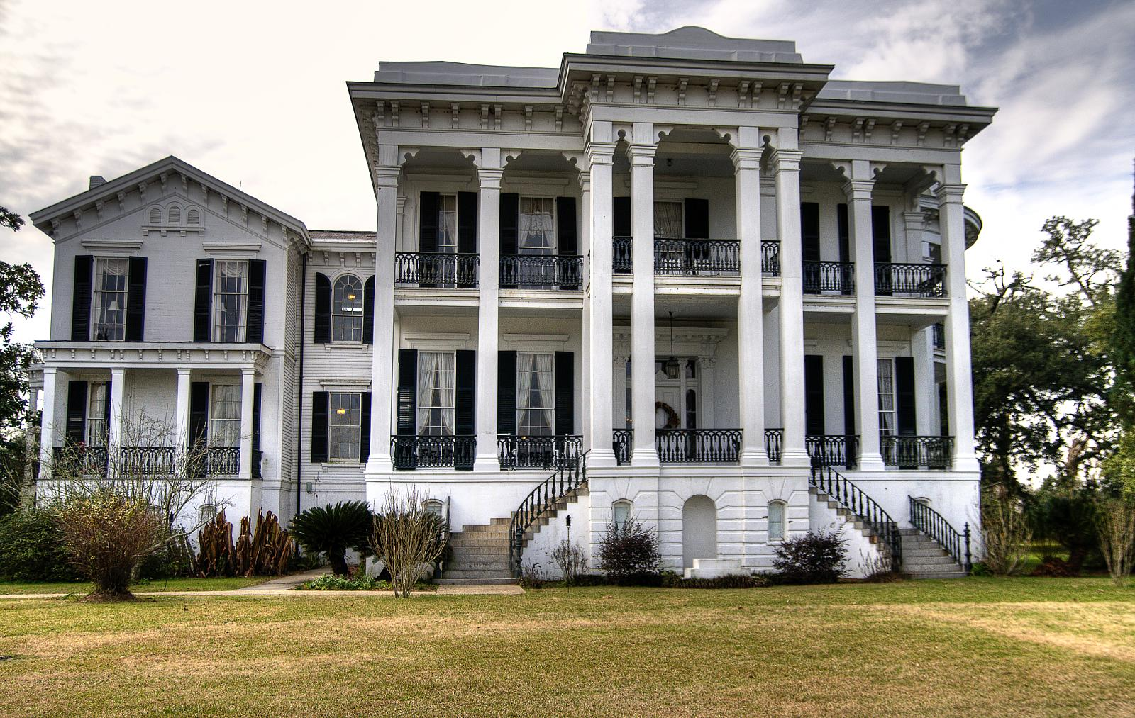 Haunted southern plantation homes the for Plantation home builders