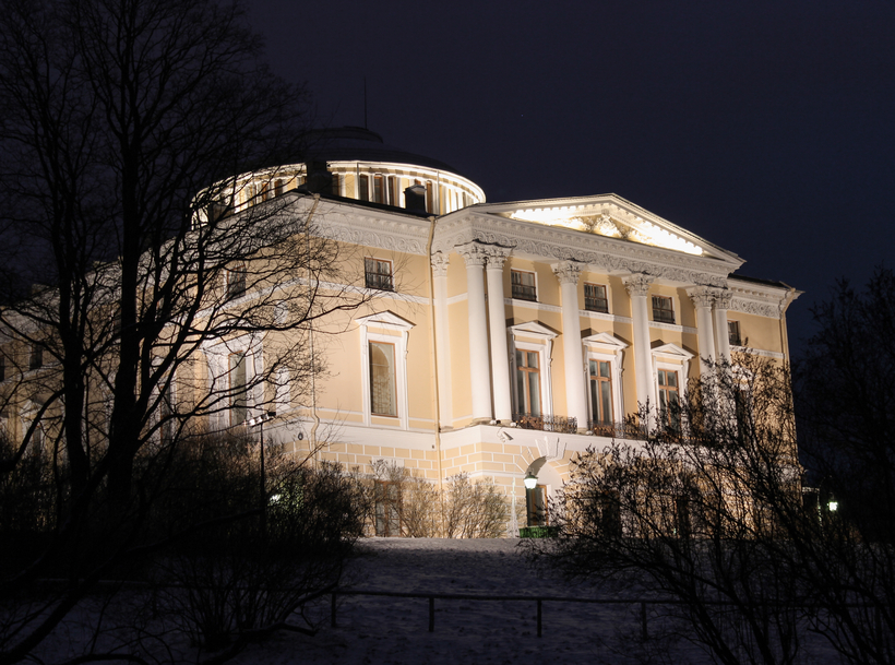 Pavlosky Palace at night