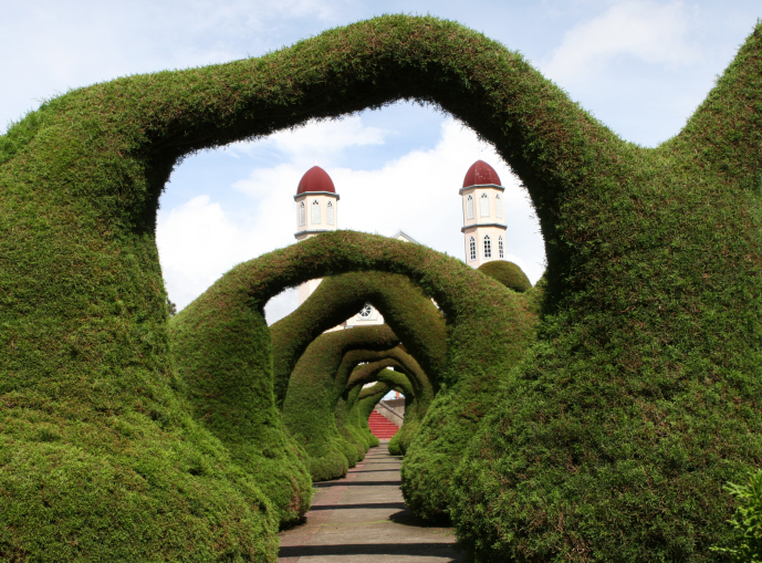 Walkway with overhead topiary arches