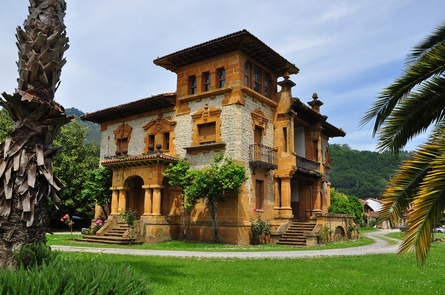 Wood And Stone Victorian Home In Asturias, Spain