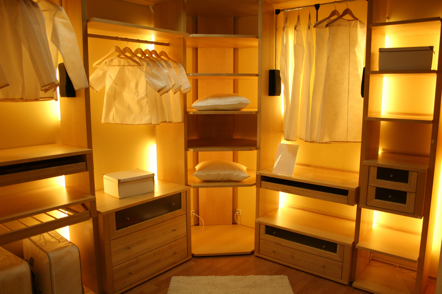 29 luxury walk in closet designs pictures for Dressing room lighting ideas