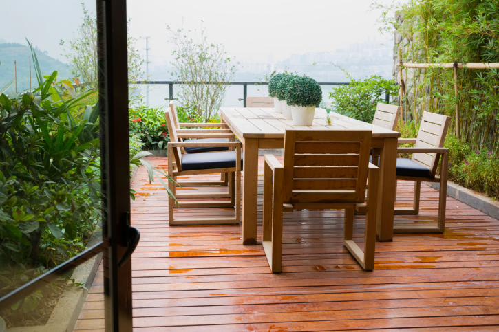 Pictures Of Sundecks Stairs And Benches: Small Elevated Deck With Large Dining Table With