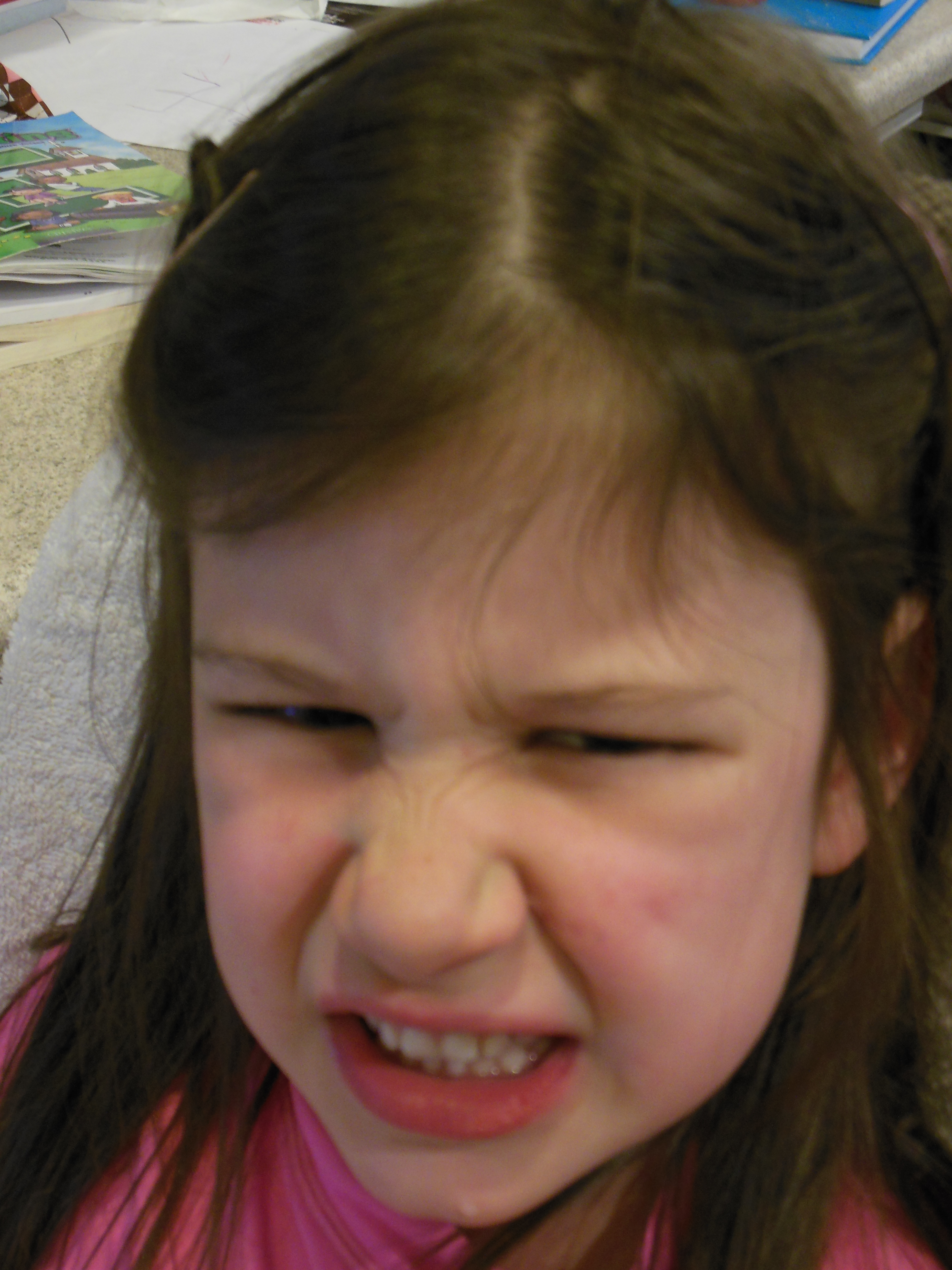 The child hurts the ear strongly shoots what to do. child 3 year