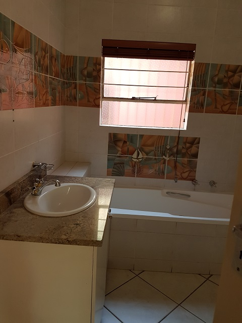Northcliff property to rent. Ref No: 13392148. Picture no 15