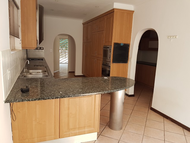 Northcliff property to rent. Ref No: 13392148. Picture no 9