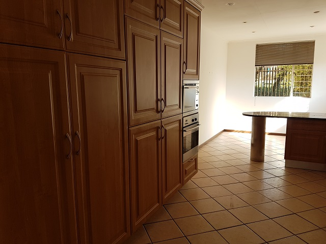 Northcliff property to rent. Ref No: 13392148. Picture no 8