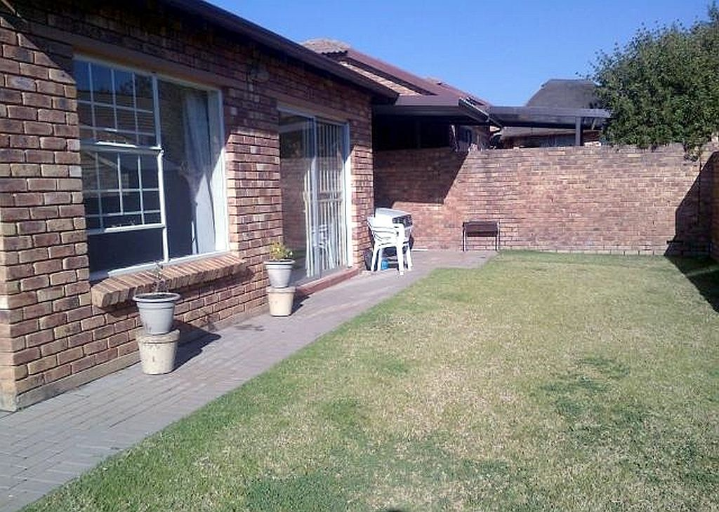 Roodepoort, Wilgeheuwel Property  | Houses To Rent Wilgeheuwel, WILGEHEUWEL, Simplex 2 bedrooms property to rent Price:,  6,00*