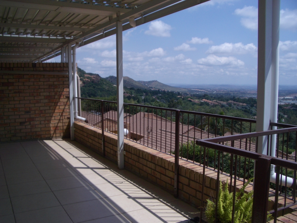 Constantia Kloof property to rent. Ref No: 13400987. Picture no 6