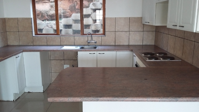 Constantia Kloof property to rent. Ref No: 13396712. Picture no 5