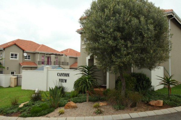 Roodepoort, Eagle Canyon Golf Estate Property  | Houses To Rent Eagle Canyon Golf Estate, Eagle Canyon Golf Estate, Townhouse 3 bedrooms property to rent Price:, 18,00*