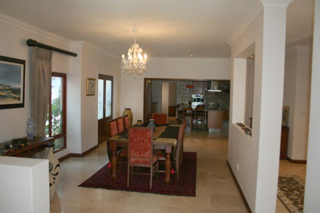 Bryanston West property to rent. Ref No: 13396306. Picture no 10