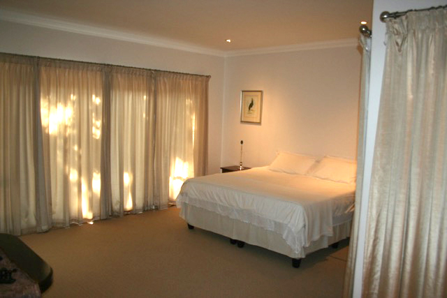 Bryanston West property to rent. Ref No: 13396306. Picture no 22
