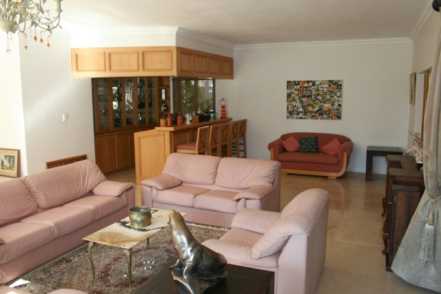 Bryanston West property to rent. Ref No: 13396306. Picture no 7