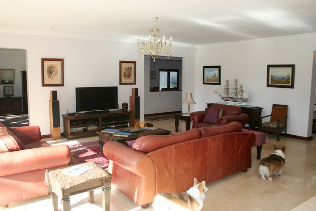 Bryanston West property to rent. Ref No: 13396306. Picture no 8