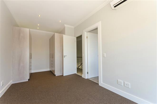 Bryanston property to rent. Ref No: 13396297. Picture no 10
