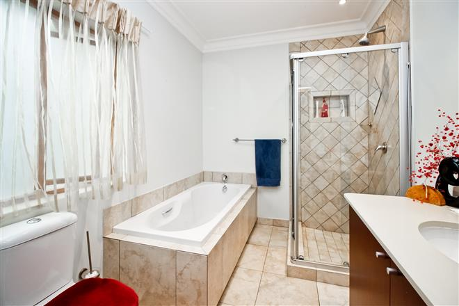 Bryanston property to rent. Ref No: 13396305. Picture no 12