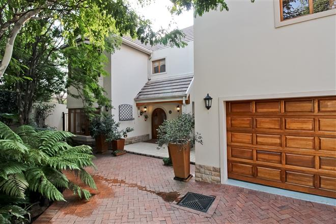 Bryanston property to rent. Ref No: 13396305. Picture no 17
