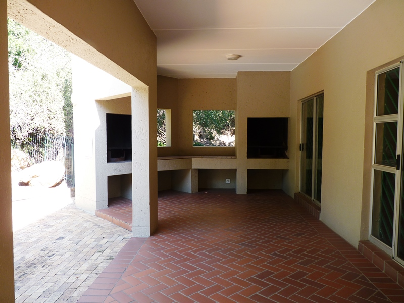 Bryanston property to rent. Ref No: 13400144. Picture no 10