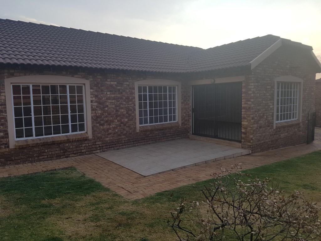 Honeydew property to rent. Ref No: 13400781. Picture no 2