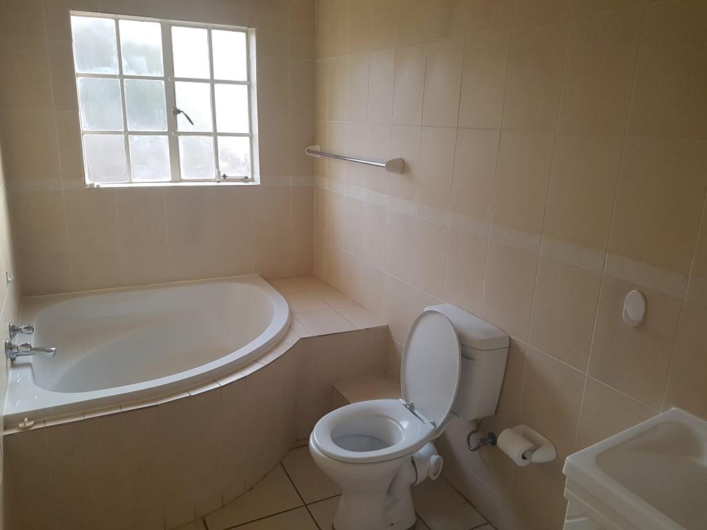 Honeydew property to rent. Ref No: 13400781. Picture no 11