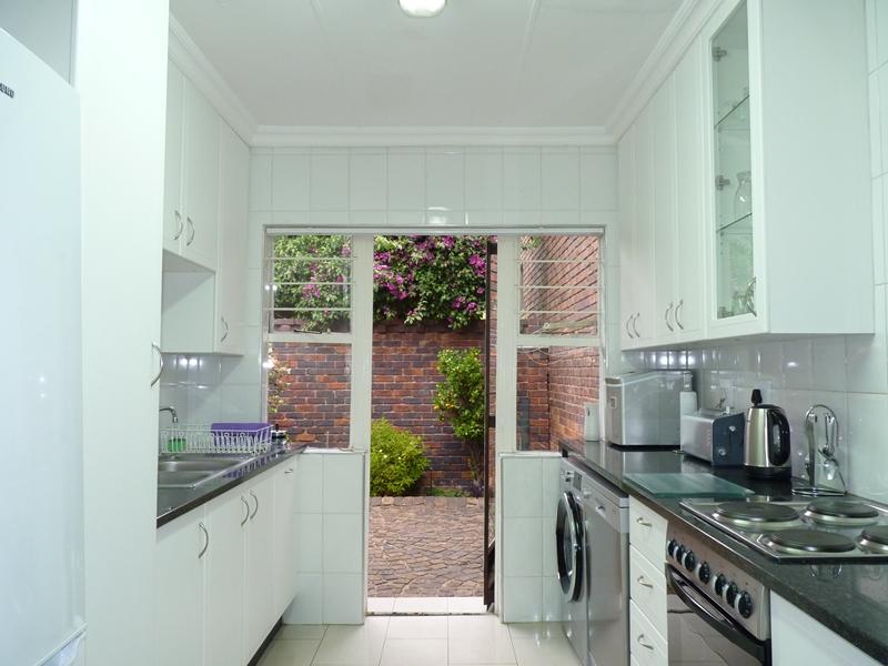 Fourways property to rent. Ref No: 13400976. Picture no 8