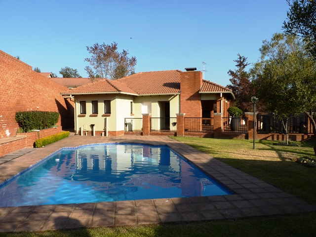 Douglasdale property to rent. Ref No: 13397584. Picture no 2