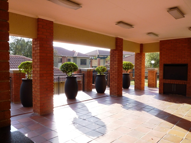 Douglasdale property to rent. Ref No: 13397584. Picture no 4