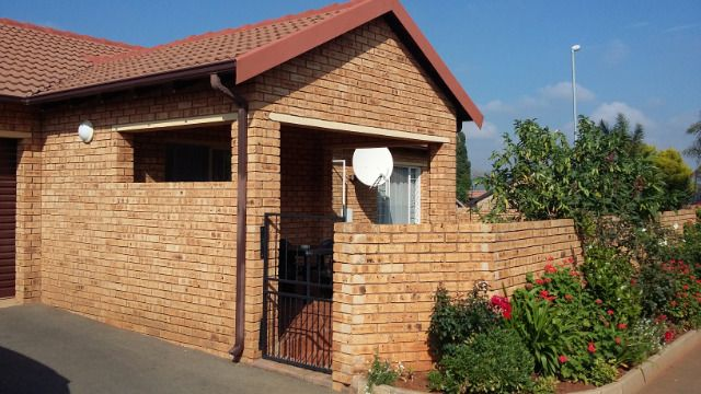 Roodepoort, Weltevredenpark Property  | Houses To Rent Weltevredenpark, Weltevredenpark, Townhouse 2 bedrooms property to rent Price:,  8,00*