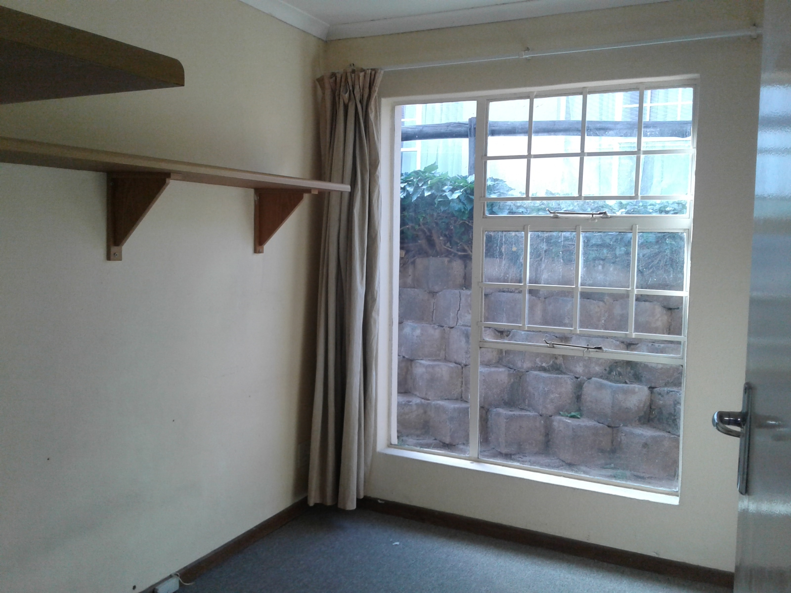 Carenvale property to rent. Ref No: 13401113. Picture no 8