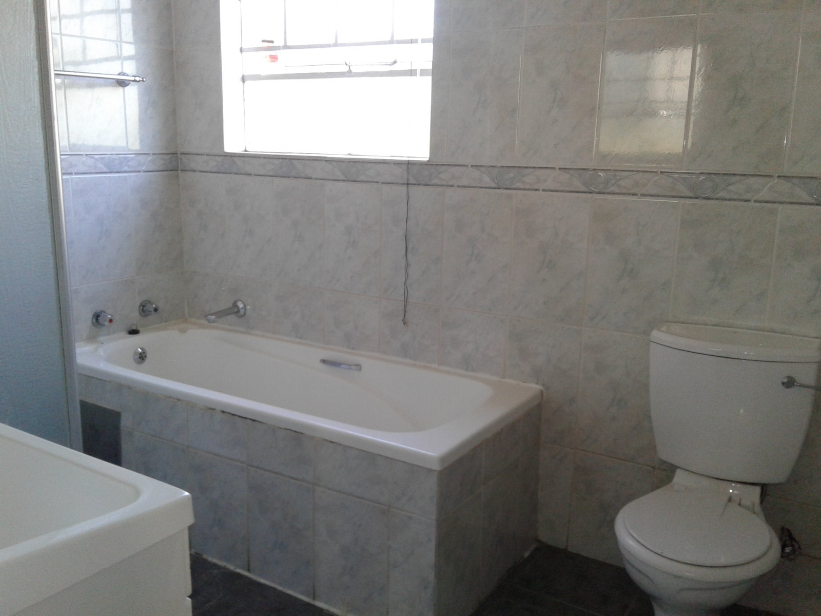 Carenvale property to rent. Ref No: 13401113. Picture no 9