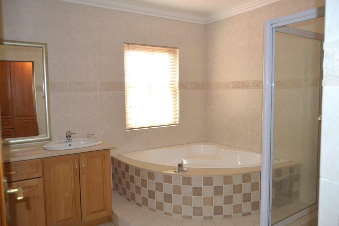 Dainfern Golf Estate property to rent. Ref No: 13401460. Picture no 16
