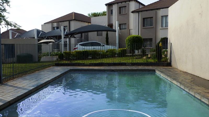Douglasdale property to rent. Ref No: 13401764. Picture no 2