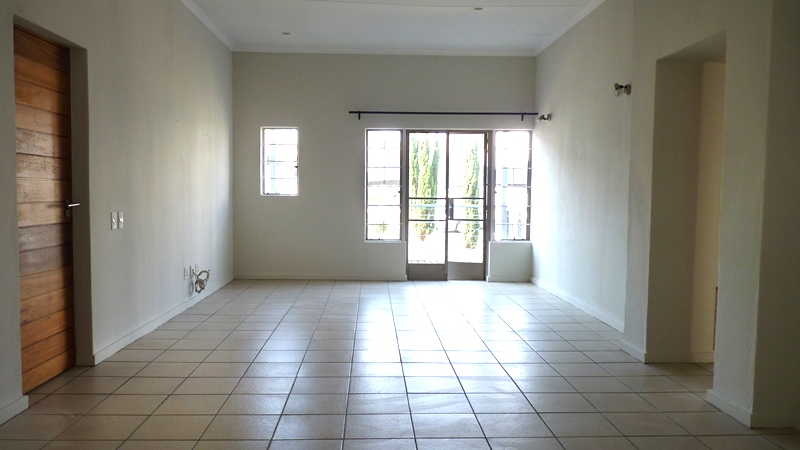 Douglasdale property to rent. Ref No: 13401764. Picture no 3
