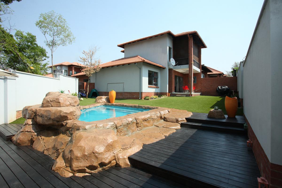Randburg, Sonneglans Property  | Houses To Rent Sonneglans, SONNEGLANS, Cluster 3 bedrooms property to rent Price:, 15,00*