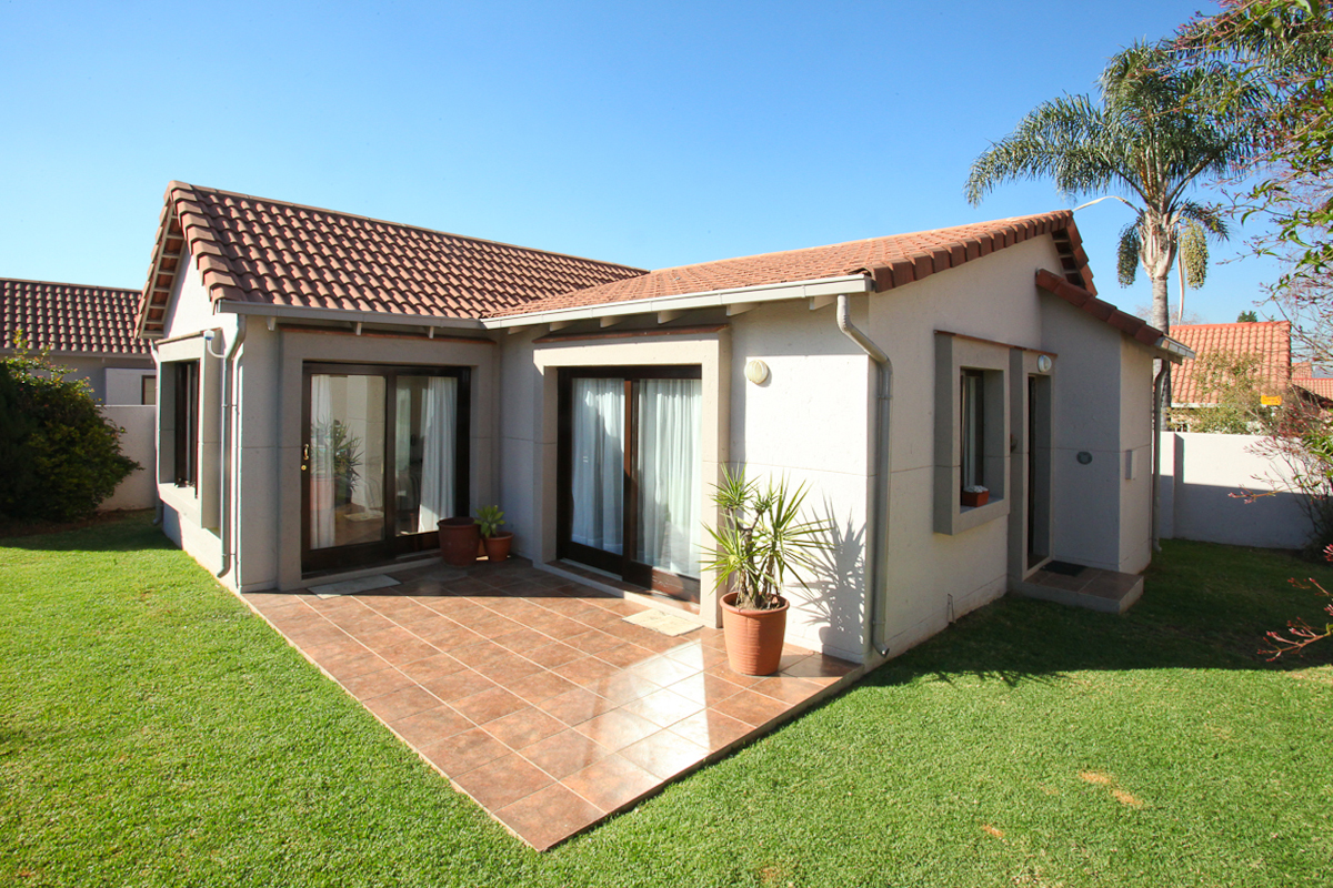 Randburg, Bromhof Property    Houses To Rent Bromhof, BROMHOF, Townhouse 1 bedrooms property to rent Price:,  7,00*