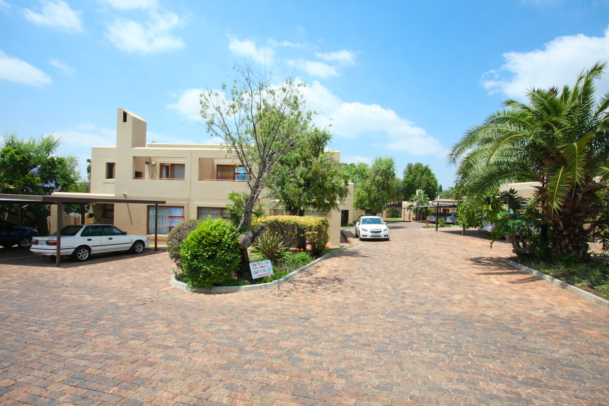 Randburg, Boskruin Property  | Houses To Rent Boskruin, BOSKRUIN, Townhouse 2 bedrooms property to rent Price:,  8,00*
