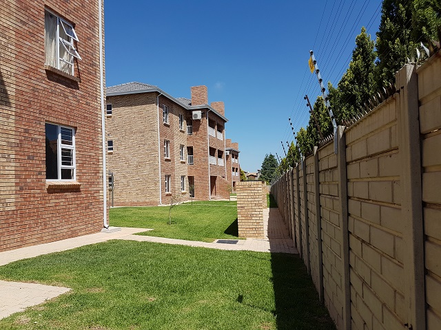 Roodepoort, Honeydew Property  | Houses To Rent Honeydew, HONEYDEW, Apartment 3 bedrooms property to rent Price:,  7,00*