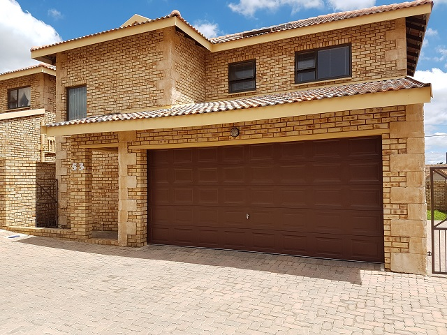Roodepoort, Honeydew Manor Property    Houses To Rent Honeydew Manor, HONEYDEW MANOR, Townhouse 3 bedrooms property to rent Price:, 15,00*