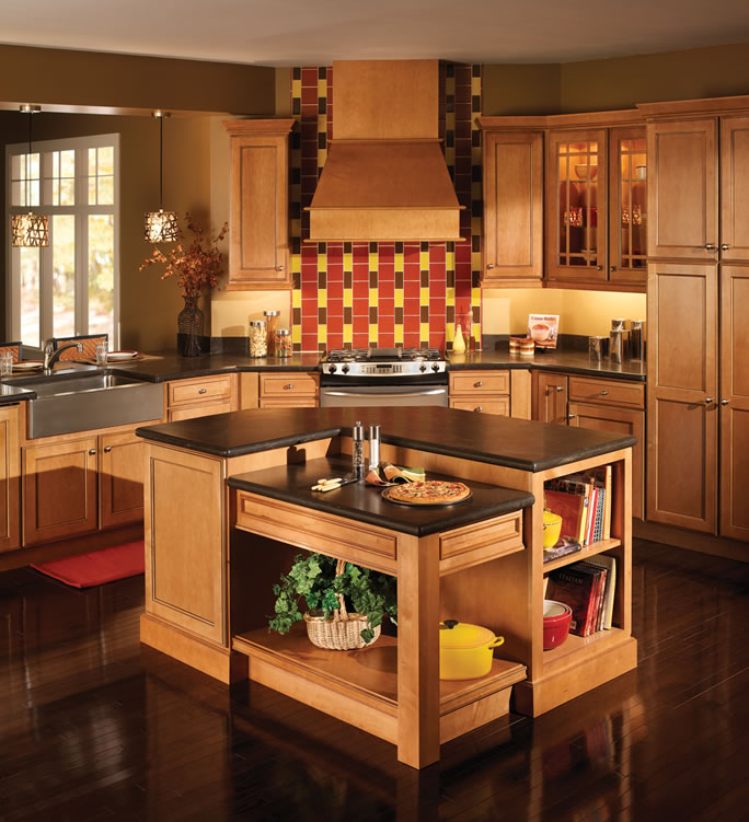 Maple Cabinets In Traditional Kitchen: Quality Cabinets