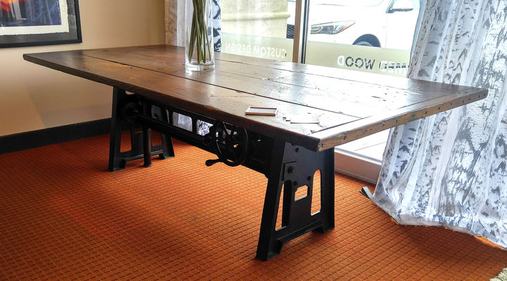8' Hand Crank Table