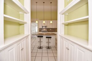 Built_ins_to_kitchen