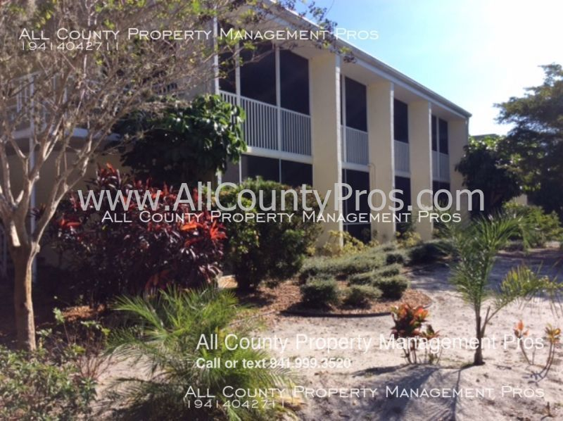 3795 Almeria Ave Ground floor condo near Siesta Key! Dog friendly!